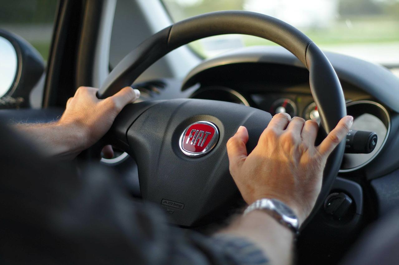 driving-343056_1280